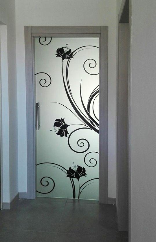 Porta in vetro con decoro nero e swarovski completo di imbotto in legno ......per dare un tocco di originalità alla tua casa.....