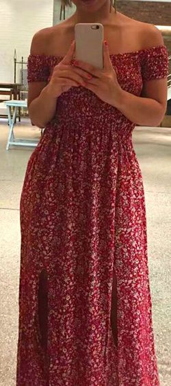 If you live for the summer sun like we do then you are going to want this maxi! The top half is elasticated to fit. The knee high side splits will show off just the right amount of leg. Pair with ankle boots and a hat to match!