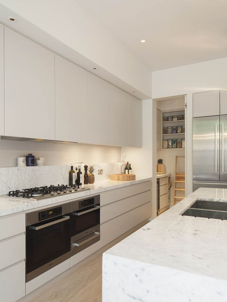 Kitchen, contemporary, handle-less, clever top cupboards mirror the proportions of the fridge | De rosee sa project