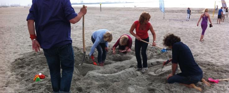 Een #zeskamp op het #Westlandse# strand is een ultieme beleving waarbij #samenwerken één van de belangrijkste factoren is. Boek jouw #teamuitje #bedrijfsuitje #vrijgezellenfeest of #familiedag bij http://www.wato-events.nl
