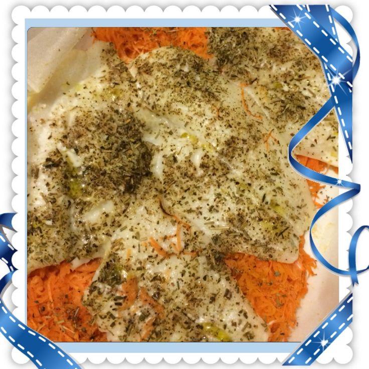 Une recette légère de poisson trouvée chez Vanda Pour 3 personnes et 5PP/pers Ingrédients 600g de carottes 3cs de jus de citron 3 filets de flétan 3cc d'huile 3cs d'origan Préparation Préchauffer le four à 180° Râper les carottes Dans un plat à gratin...