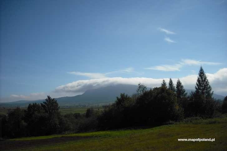 Góra Cergowa spowita chmurami - Dukla