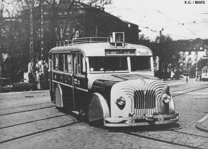 BX 333 sínautobusz a Városligeti fasor és Damjanich u közötti hurokvégállomásnál 1941-1942 között.