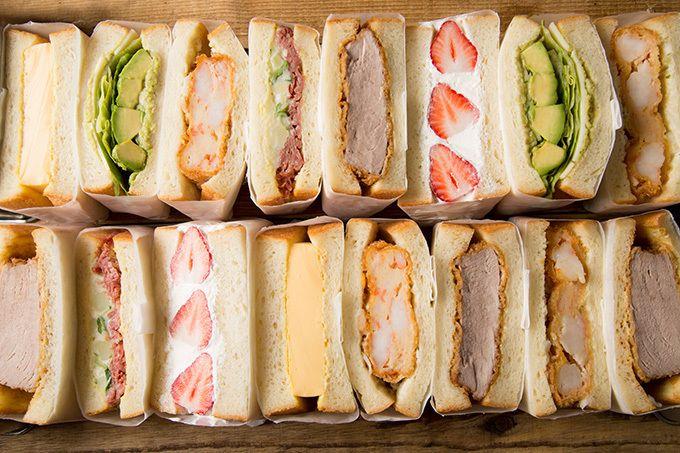 """サンドイッチ専門店「ニコウィッチ」が、恵比寿の「エビスフードホール」内に2017年7月6日(木)オープンする。20種類の組み合わせから選べる、出来立てサンドイッチ「ニコウィッチ」では、""""2個で1つセッ..."""