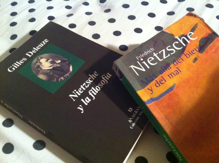 Mientras una esta leyendo Nietzsche con su Más allá del bien y del mal, el amado lee Deleuze y su libro: Nietzsche y la filosofia