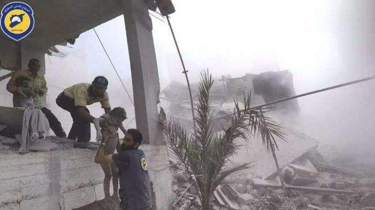 Balita Terkubur di Bawah Reruntuhan Akibat Serangan Rudal Pasukan Teroris Asad  HAMORIYYA (SALAM-ONLINE): Rezim Asad kembali melancarkan serangan udara pada Selasa (16/5) di Damaskus timur laut Hamoriyya hingga membunuh 6 warga sipil dan melukai puluhan lainnya. Akibatnya 6 nyawa warga sipil melayang puluhan lainnya luka-luka termasuk seorang balita terkubur di bawah reruntuhan.  Pasukan teroris Asad membunuh 6 warga sipil dan melukai 20 warga lainnya setelah mereka menembaki kota Hamoriyya…