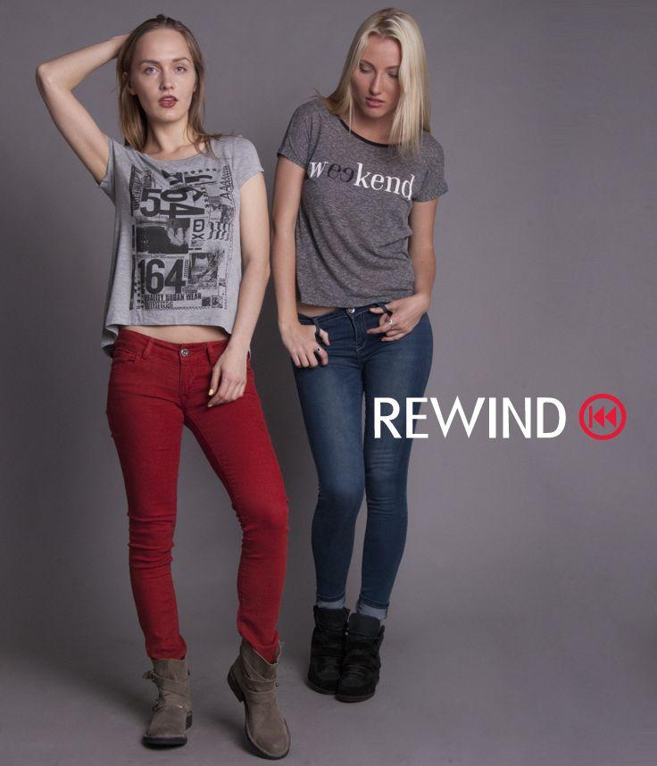 #amigas #jeans #rojo #mezclilla #playeras #gris #claro y #oscuro #estampado #números #letras #estilo #urbano #ellas #mujer #Rewind #primavera #Marzo #outfit