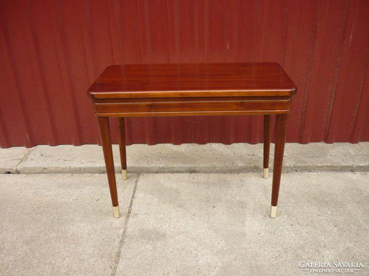 Szecessziós kis asztal...felhajtós..