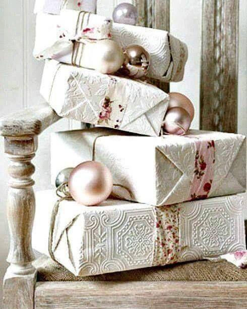 La trapunta da rinnovare le lenzuola per i nostri amici che andranno a vivere insieme la tovaglia da tavola per la mamma la vestaglia per la zia il pigiama sfizioso per la nostra amica del cuore l'accappatoio per il nostro uomo sportivo i canovacci per le colleghe di lavoro il plaid per i nonni ....le nostre idee per i vostri regali di Natale....