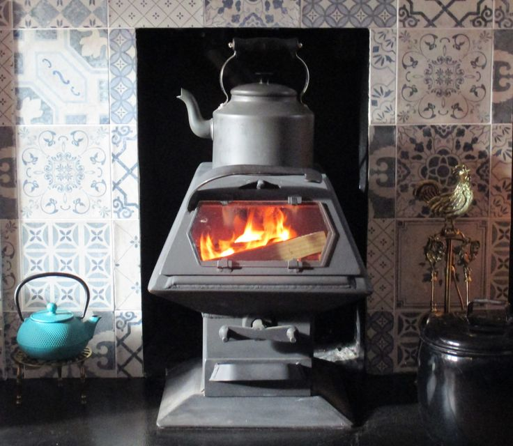 We've been sent in this beautiful picture of a wee Hybrid 5 in it's new home, second hand but looking fantastic. I just love the teal colours, mmm - teal stove paint...I wonder?