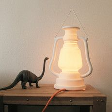 stormlamp | wit porselein, hoogte 27 cm, 65 euro, met oranje snoer