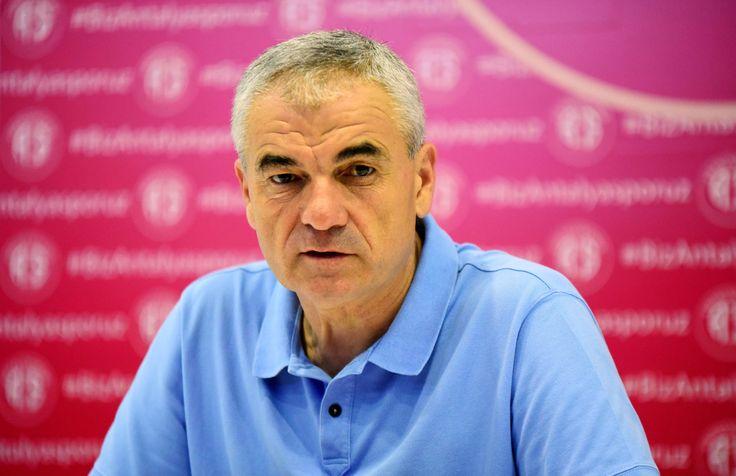 Malatya'da Rıza Çalımbay sesleri - Yeni Malatyaspor istifa ederek görevini bırakan Ertuğrul Sağlam'ın yerine Antalyaspor'da ki görevine son verilen Rıza Çalımbay'ı getirmek istiyor.  54 yaşındaki deneyimli teknik adam ile yapılan ilk görüşmenin olumlu geçtiği, detayların birkaç gün içinde yapılacak ikinci görüşmeye bırakıldığı - http://bit.ly/2heZUDx