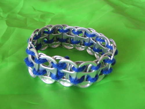How to make soda pop tab bracelets (and belts). Shoe laces also work instead of yarn and you can get some cool designs