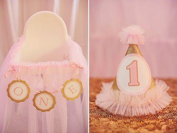 Hot Air Balloon Themed Girl's First Birthday Party | Tiny Prints Blog | #1st #birthday