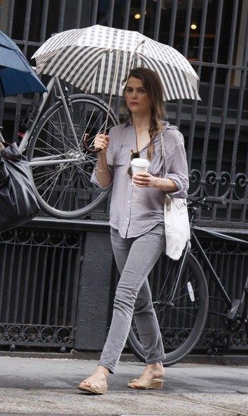 Keri Russell Photos Photos - Keri Russell gets under the cover of her umbrella as she goes out and about in New York City. - Keri Russell Braves the Rain in NYC
