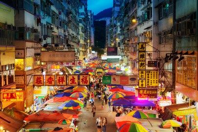 日本からもアクセスしやすいことから観光地としても人気な台湾。日本とはまた違った独特の民族性の感じられる街並みなど、御伽の世界に迷い込んだような素敵な絶景がたくさん存在しています。今回はそんな見所たくさんの、台湾の幻想的な絶景をご紹介していきます。 台湾観光の絶対行くべきスポット決定版はこちらから。 光と色の共