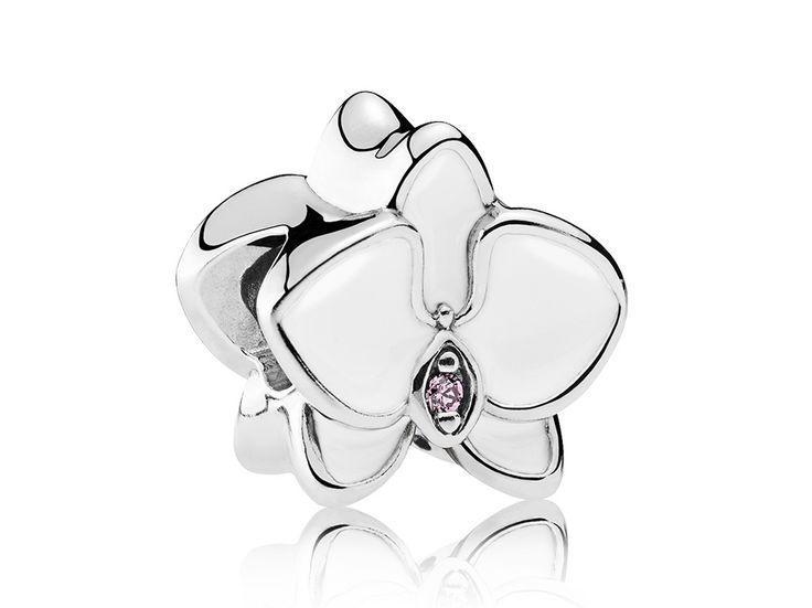Pandora Bedel zilver 'Witte Orchidee' 792074EN12. Oogverblindende zilveren bedel met wit emaille in de vorm van een prachtige orchidee. Kies exotische bloemen uit voor jouw Pandora bedelarmband, zoals deze orchidee charm. De combinatie van sterling zilver, wit emaille en lichtroze steentjes is oogverblindend en buitengewoon sprankelend. https://www.timefortrends.nl/sieraden/pandora/bedels.html