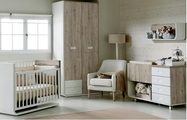 Dormitorio infantil. Cuna, cambiador y cajones. Estilo rustico Vintage