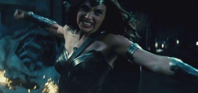 CIA☆こちら映画中央情報局です: Batman v Superman : コミックヒーロー映画の超話題作「バットマン V スーパーマン : ドーン・オブ・ジャスティス」が、ガル・ガドットのワンダーウーマンが、ついに姿を現わした必見のコミコン予告編をリリース!! - 映画諜報部員のレアな映画情報・映画批評のブログです