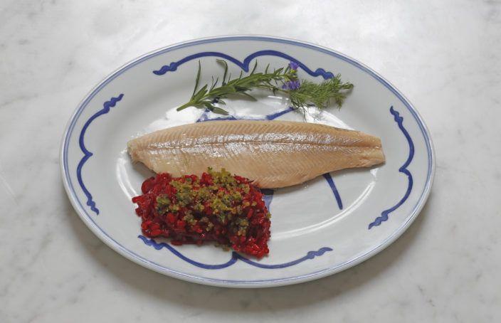 Risotto met rode biet en krkokante peterseliekruimels met wilde forel uit de oven