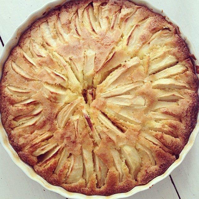 Ik ben verslaafd aan cake. Cake, dat is van 't lekkerste dat er is. Liefst botercake. Met chocolade of appels. Gewoon simpel. Enkel vind ik het resultaat van veel simpele recepten vaak véél te droog. Ooit bakte ikdé perfecte appelcake. Hetduurde meer dan2uur om hem te maken. En dan moesthij nog in de oven. 2 […]