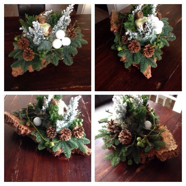 Kerst workshop 2015 Mooi tafelstuk met een schors van kurk met amaryllis en eucalyptus.