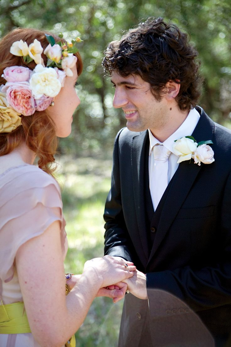 #wedding #ceremony #vows #flowers #hair  Photography by Hanna Hosking, Hang Studio