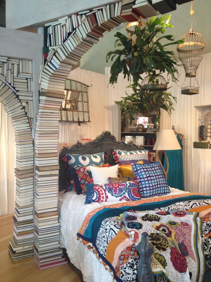 Anthropologie display. Book arch. My favorite display ever!!!