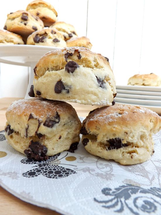 Wonderful tutorial on making great scones...Chocolate Chip Scones! from @Emma Ferguson