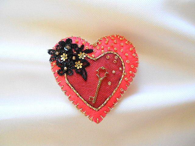 Heart Textile Brooch.Icon Pin.Cute Felt Brooch.Handmade art brooch.Valentine's Day Felt Brooch. by G2store on Etsy