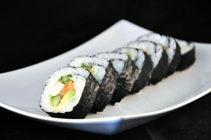 De Futomaki is toch wel de klassieker onder de sushi's. Ik hoor regelmatig dat men deze sushi minder lekker vindt, omdat de nori (buitenkant) wat taai is. Dit is vrij eenvoudig op te lossen door