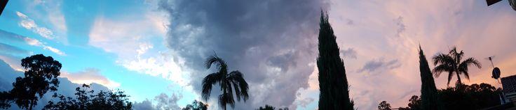 Sydney's two toned sunset tonight from my backyard! [9540 x 2050]