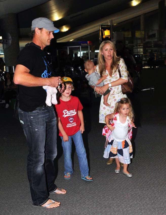 Adam Gilchrist with his family | CricketB4U.com    Adam Gilchrist with his family  http://cricketb4u.com/2012/07/29/adam-gilchrist-with-his-family/