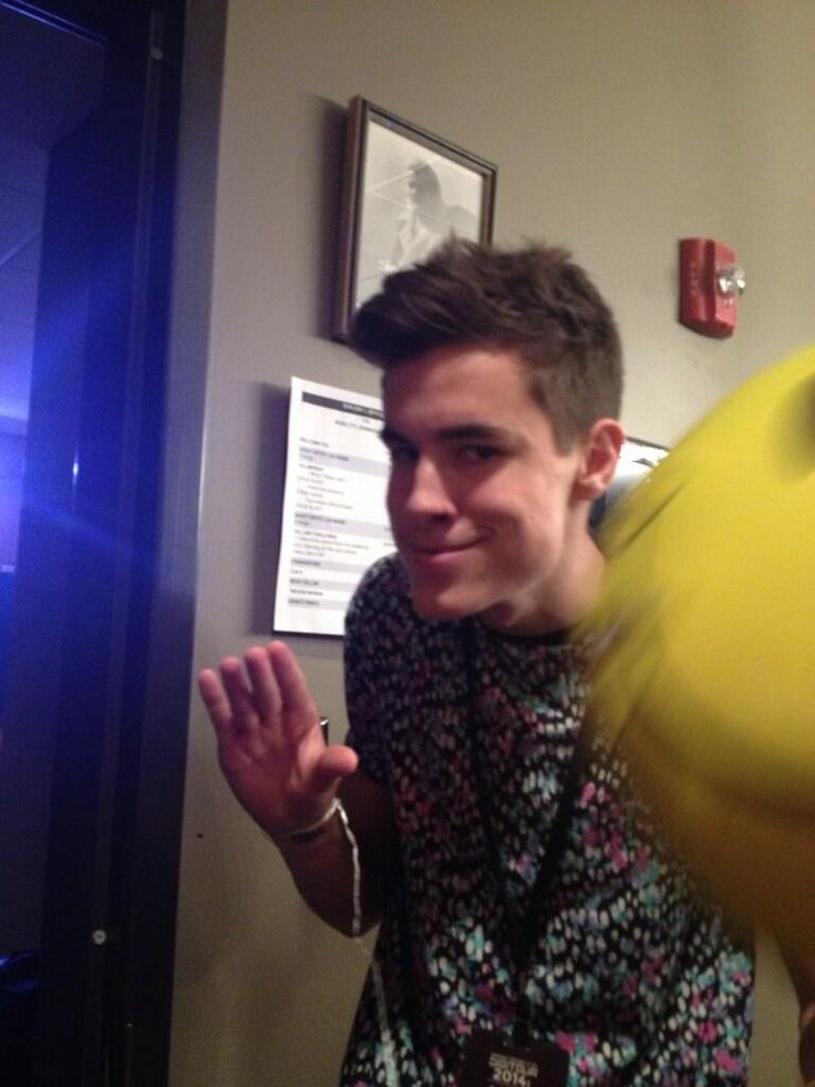 Tbh I can't even tell if this an extremely creepy Connor Franta, or a really creepy Kian Lawley..