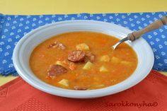 Az volt a tervem, hogy az új évet ezzel a vöröslencse levessel fogjuk kezdeni. Megfőztem már szilveszter délelőttjén, gondoltam megkósto...