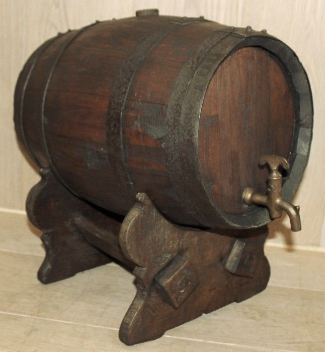 Used for serving in taverns and inns. Circa 1890s. Measures 17.5 x 18 x 12.5.
