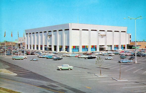 Yorkdale Mall. Love this, look at all those old cars! And Simpson's!