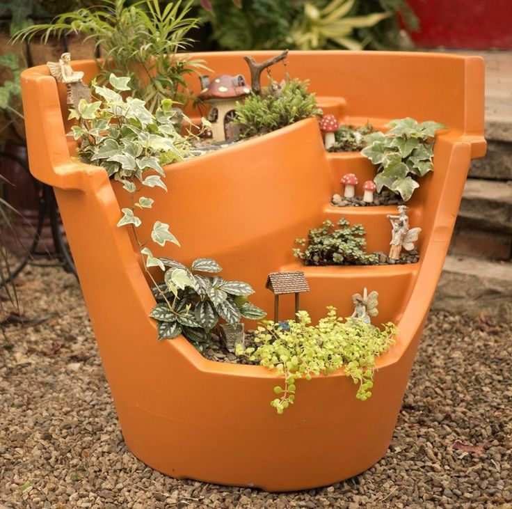 Forget DIY clay pots, this innovative Broken Pot Planter is huge, tough and eco-friendly! Whether planting your magical fairy garden or herbs, the oversize planter keeps it neat with ideal drainage an