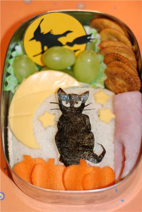 Halloween bento box - I'd like to think I'd take the time to make something like this.