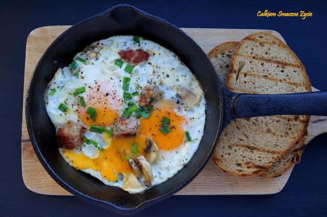 Iron skillet baked eggs