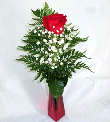Best 20 valentine flower arrangements ideas on pinterest for Small rose flower arrangement