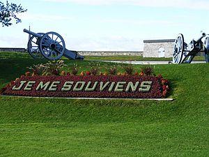 Je me souviens est la devise du Québec. En 1883, Eugène-Étienne Taché, architecte et commissaire adjoint des terres de la Couronne, fait graver dans la pierre la devise Je me souviens juste en dessous des armoiries du Québec, qui se trouvent au-dessus de la porte principale de l'Hôtel du Parlement à Québec1. La devise est alors déjà employée officiellement par le gouvernement du Québec bien que les armoiries elles-mêmes ne l'arborent qu'en 1939