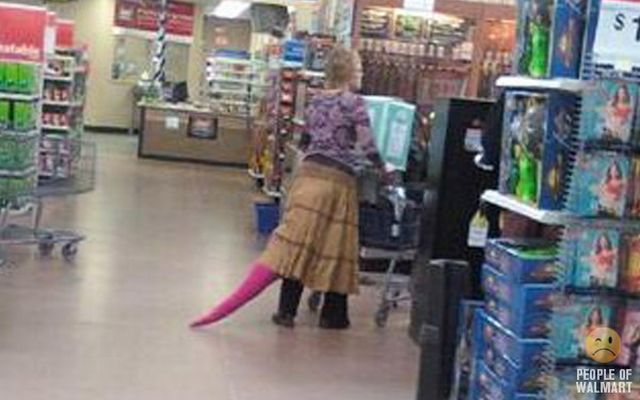 More Walmart People (117 pics) I think I see a tail. This could very well be Barneys...