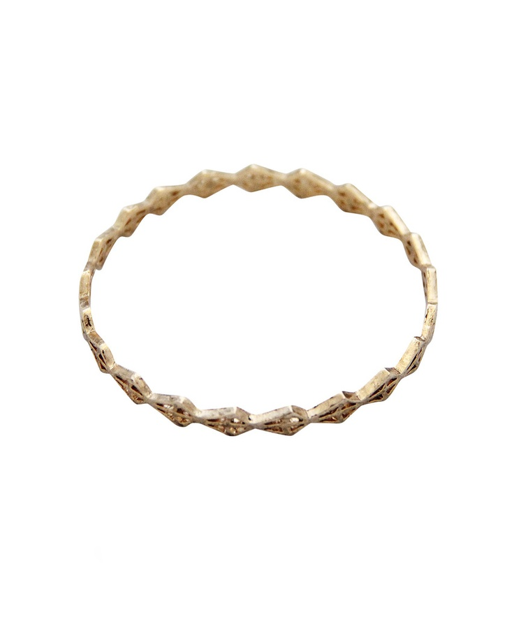 spear head bangle (gold) love this :): Gold Hands, Accesor Baby, Bangles Gold, Erin Wasson, Wasson Bangles, Spearhead Bangles, Spears Head, Low Luv, Jewelry Boxes