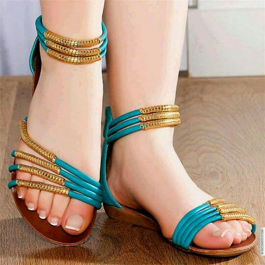 Chegou a hora de #cuidar bem dos seus #pés    Leia as dicas: http://bit.ly/1uUVuCI    Facebook: http://on.fb.me/1otglf5    #manicure #pedicure #feet #foot #fingers #nail