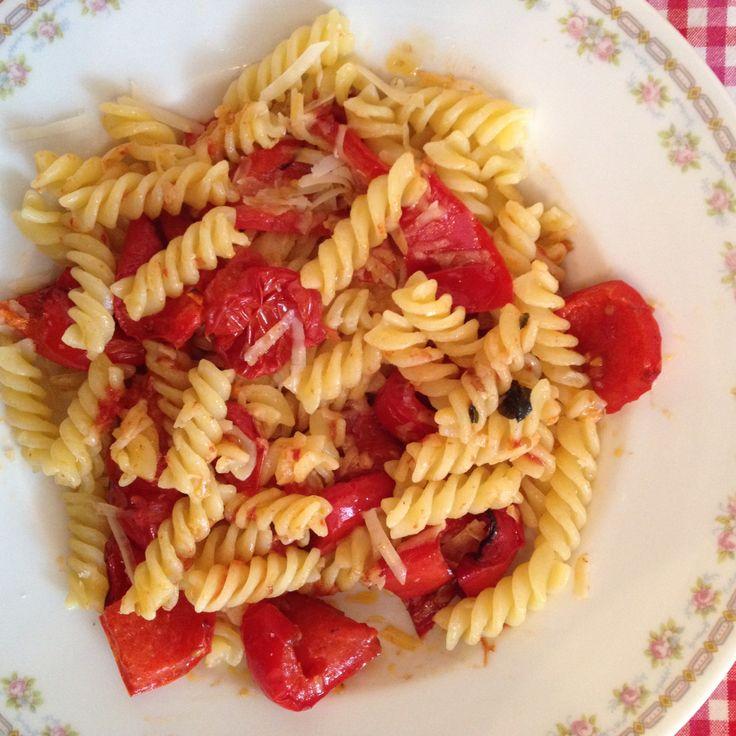 Nudeln mit Balsamico Paprika und Tomaten aus dem Ofen.