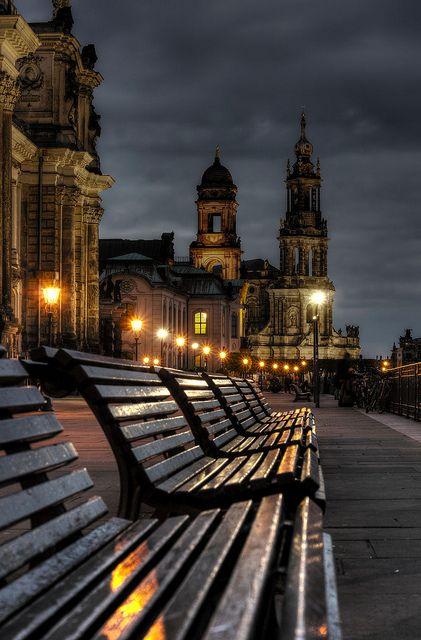 Hinsetzen und genießen - die brühlsche Terrasse in Dresden.