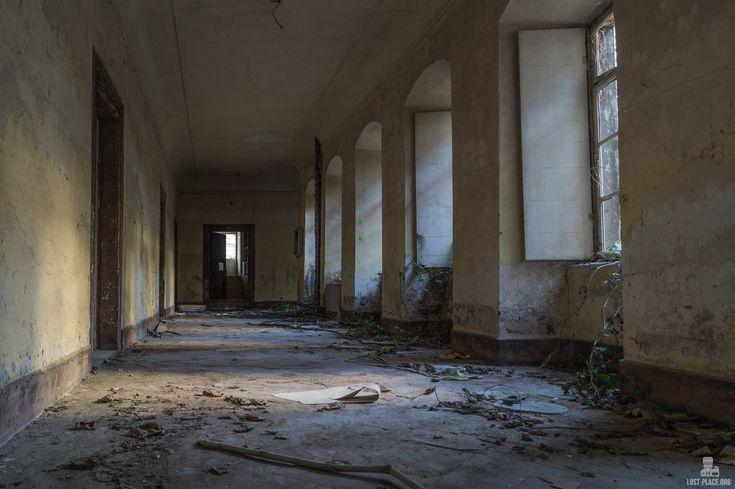 Beim verlassenen Kloster der Benedikterinnen handelt es sich um ein verlassenes Kloster in Rheinland Pfalz.    Dieser Lost Place aus Rheinland Pfalz war einer der schönsten die ich je gesehen habe - denn hier holt sich die Natur alles wieder zurück.    Lehne dich zurück und genieße meine Bilder!