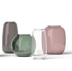 Lyngby Porcelæn lancerer nu en ny smuk glasserie baseret på de gamle forme. Serien hedder ganske enkelt Form og indeholder de mest populære af de gamle forme. Alle Form-vaser fås i forskellige størrelser og farver – fra de bløde og næsten gennemsigtige nuancer til de dybe og fuldfarvede –