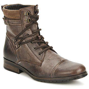 ¡Hay un aire casual en estos boots de Casual Attitude! Concebidos en cuero, presentan un sistema de cordones innovador. Puede que sólo sea un detalle para ti, pero para los urbanos es la gran diferencia: - Color : Marrón - Zapatos Hombre 64,00 €
